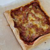 ママが手作りパンの代わりにピザ生地で朝食ピザを作ってくれました。